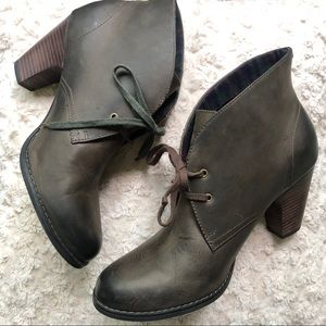 Indigo Clarks Brown Oiled Leather Oxford Booties